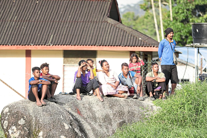 Kampung Lemoi villagers enjoying the match between SK Lemoi and Ohana FC.