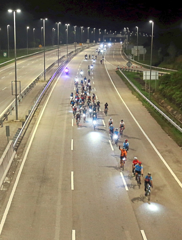 Cyclists enjoying their ride along the car-free, LED-lit highway — Photos: AZLINA ABDULLAH/The Star