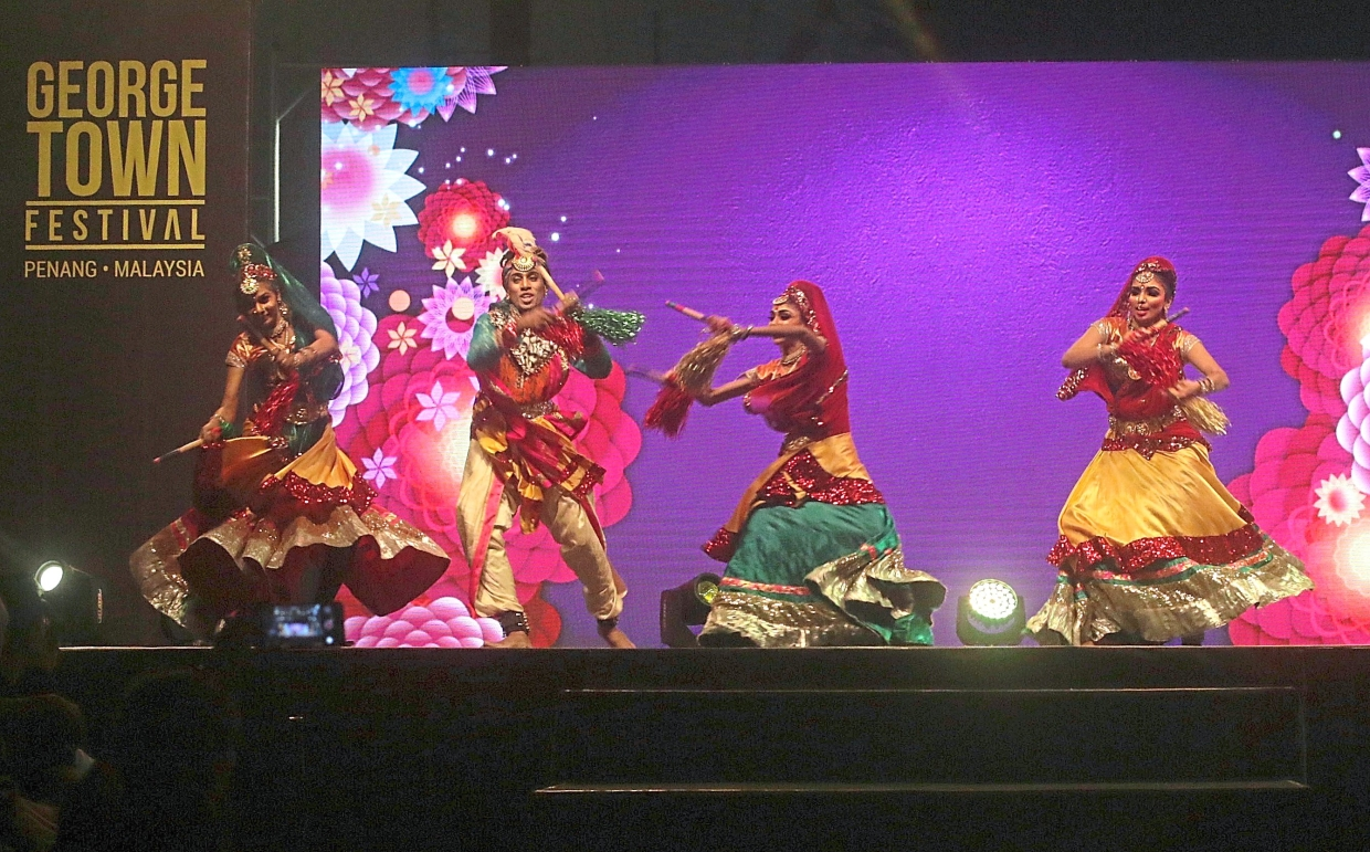 Local performers presenting the Odissi classical dance.