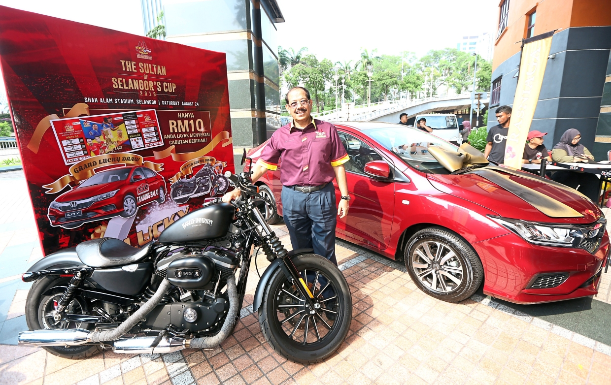 Abdul Karim with the Harley-davidson Iron 833 and Honda City lucky draw prizes for this year's competition.