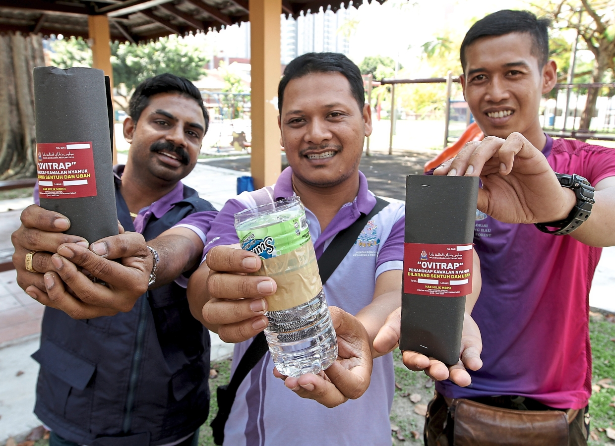 Khalvin Alfred, Hamdan Mat Dahari and Fadzli Azimudin from the Petaling Jaya City Council Health and Environmental Services Department showing a close-up of a mosquito trap. — Photos: Filepic