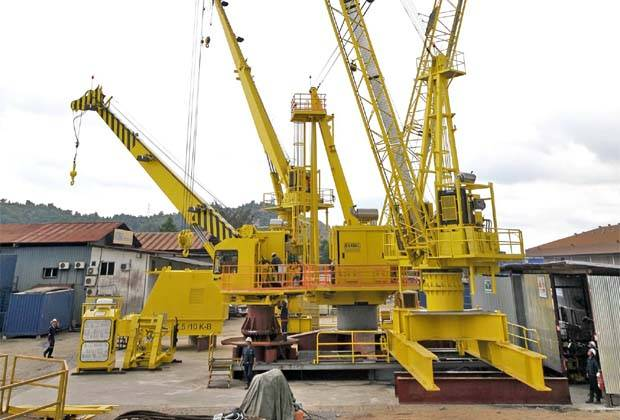 The group said the transaction would be satisfied via the issuance of new Handal shares and new irredeemable convertible preference shares at an issue price of 37 sen. (File pic shows some of Handal\'s cranes.)