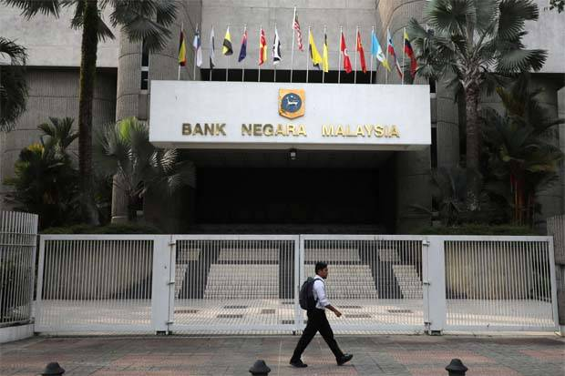 Data from Bank Negara showed loan growth in June moderated to 4.2% year-on-year (yoy) from 4.5% yoy in May, with both the business and household sectors experiencing a slowdown.