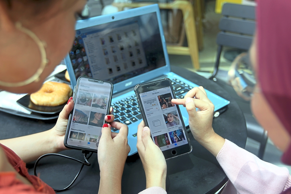 More and more people are possibly becoming digital hoarders, storing thousands of files and items on their smartphones and laptops. — KAMARUL ARIFFIN/The Star