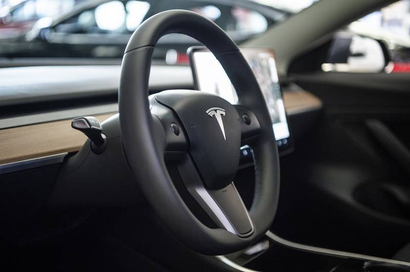 Tesla drivers can soon stream Netflix and YouTube at the wheel | The