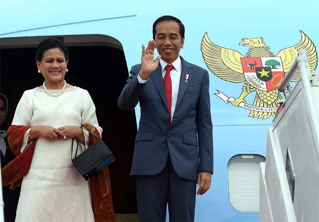 Indonesia's president  Joko Widodo and his wifei, Iriana Joko Widodo, leave Malaysia after a two-day state visit.