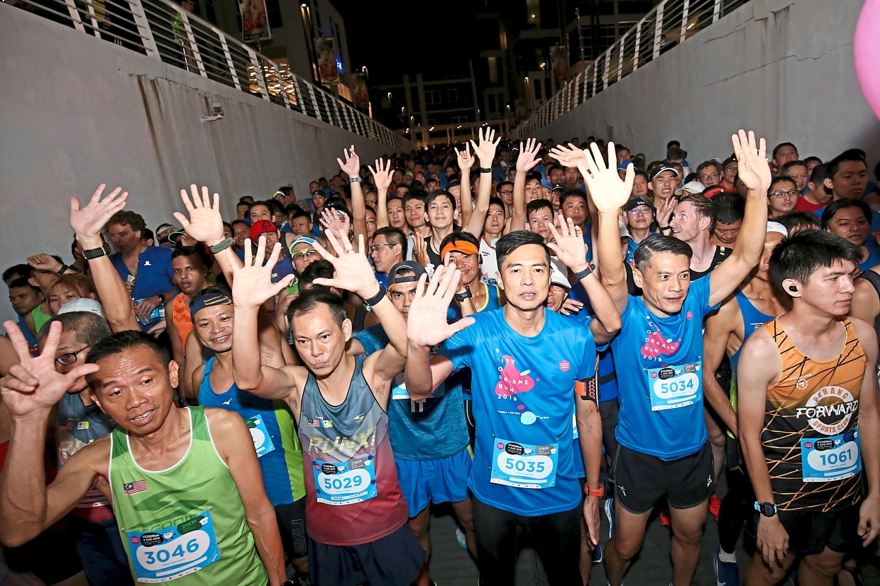 Runners showing their enthusiasm just before the flagoff.