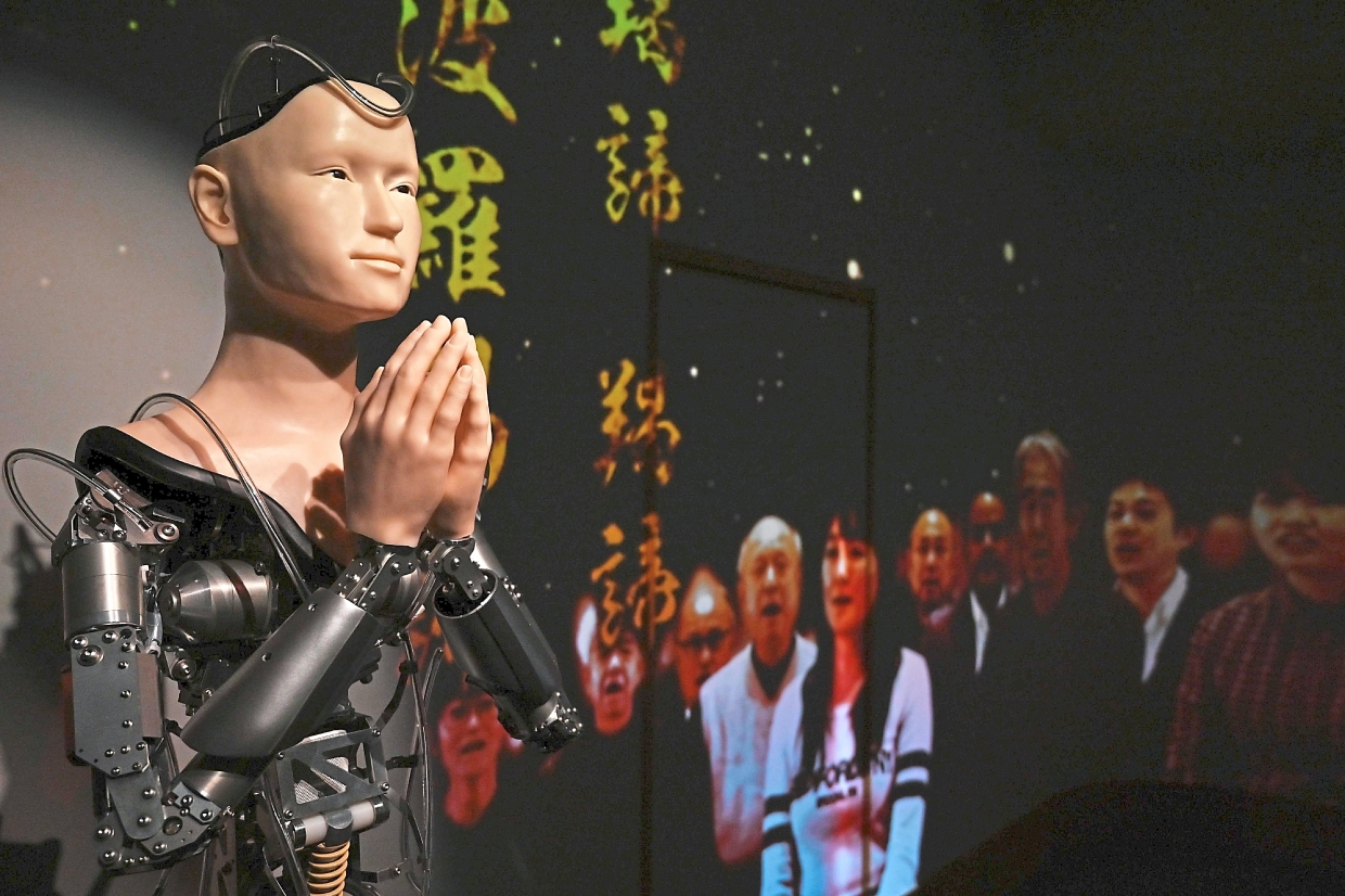 Buddhist temple in Japan puts faith in robot priest   The