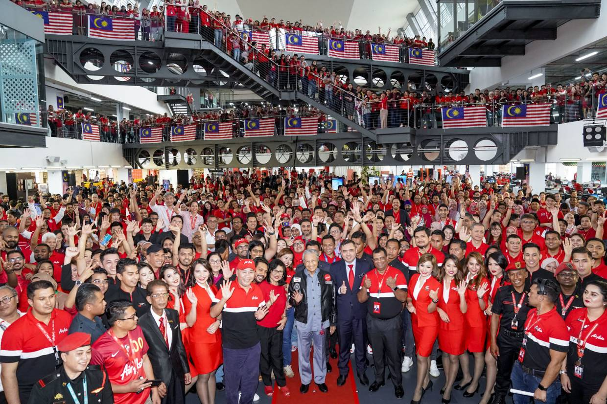 AirAsia reshuffles key leadership as it shows Dr M the future of air travel