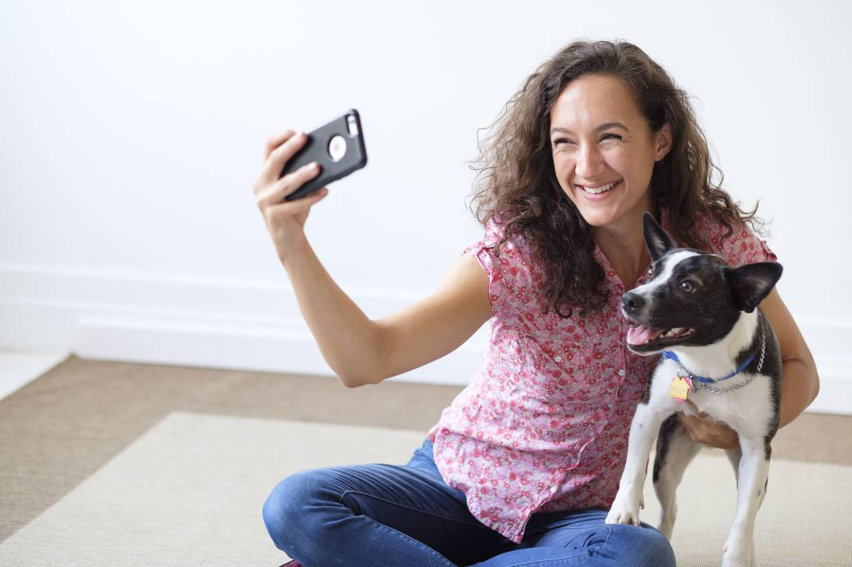 People Are Posing With Pets They Don't Actually Own In Hopes Of Finding Love On Dating Apps