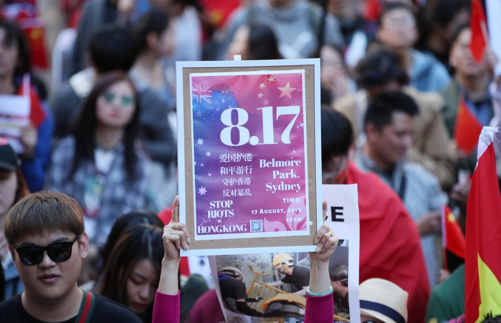 People march peacefully through the streets of Sydney on Saturday to call for an end to the violence which has gripped China's Hong Kong Special Administrative Region (SAR) in recent weeks. [Photo/Xinhua]