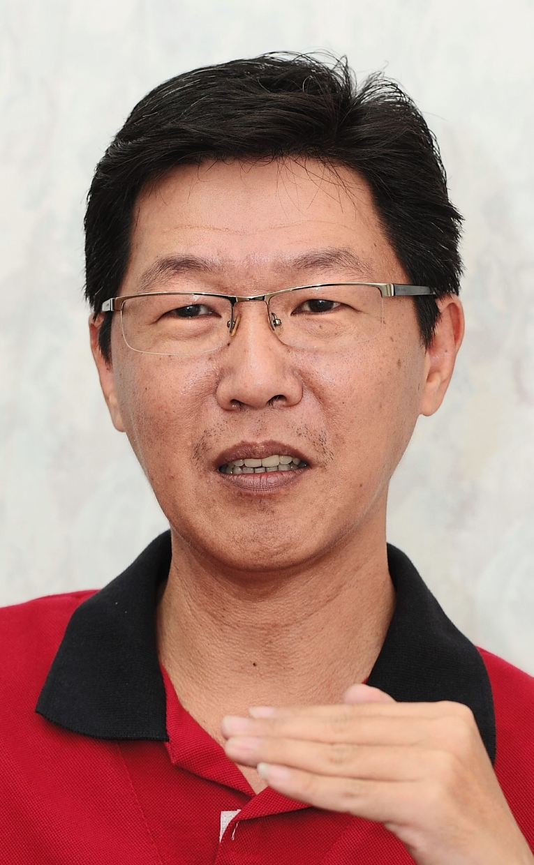 Group managing director Kelvin Khaw(PIC) told StarBiz that resin prices were expected to drop further in the short to medium term due to the excess stock of resin from the US.