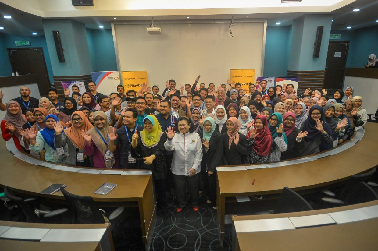 With the team: Wan Suraya (centre, in white), Norashikin (on Wan Suraya's right) and Izham (second row centre, in blue) posing with participants from PROTÉGÉ-BAP and PROTÉGÉ-Maybank programmes.