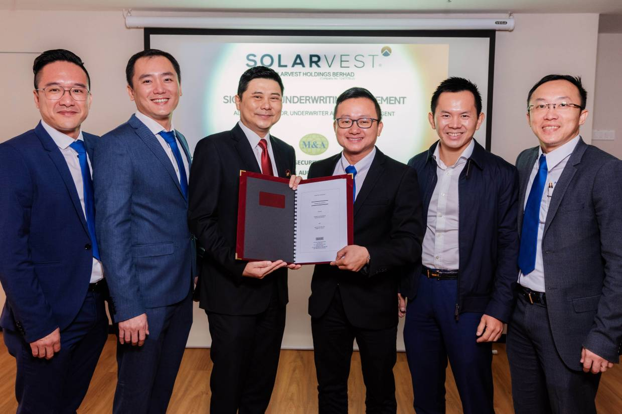From left are Tan Paw Boon, director of Atlantic Blue Holdings Sdn Bhd; Edmund Tan Chyi Boon, executive director of Solarvest Holdings Bhd; Datuk Bill Tan, managing director of M&A Securities Sdn Bhd; Lim Chin Siu, managing director of Solarvest; Chiau Haw Choon, non-independent non-executive director of Solarvest  and Davis Chong Chun Shiong, group CEO  of Solarvest.