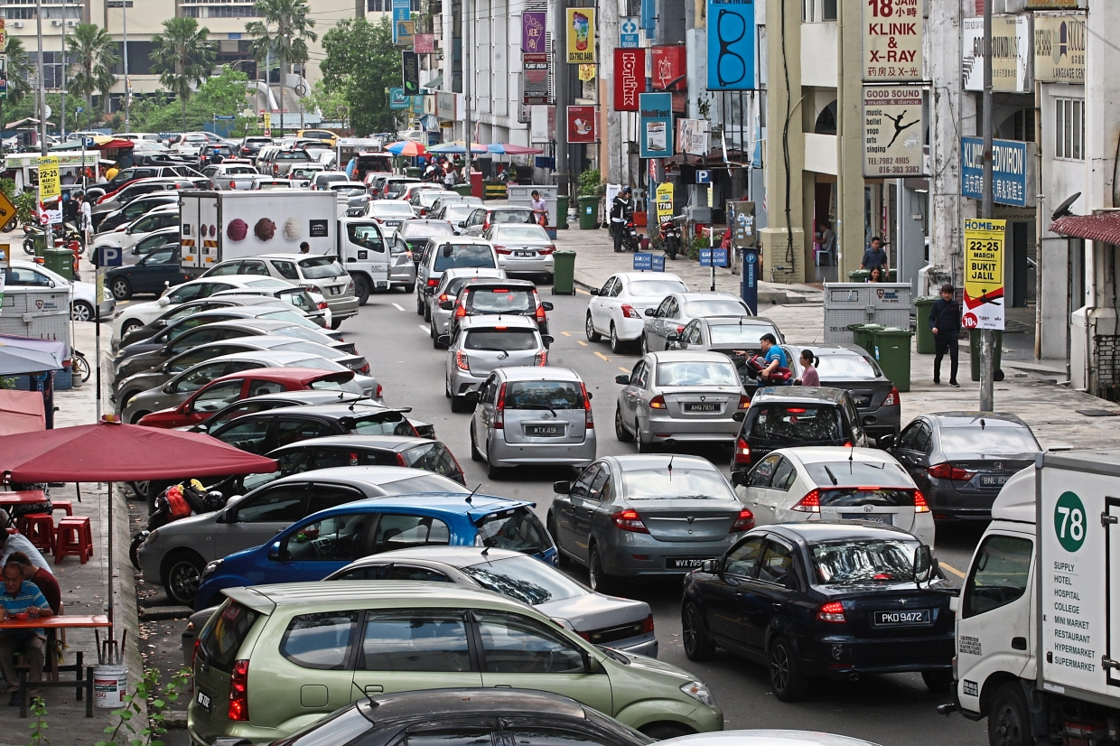 Irresponsible double-parking leads to traffic congestion in Seputeh. — Filepic