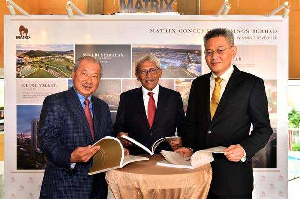 Matrix Concepts chairman Datuk Mohamad Haslah Mohamad Amin (centre) looking through the group annual report before its annual general meeting yesterday. Also present were group executive deputy chairman Datuk Lee Tian Hock (left) and group managing director Ho Kong Soon. - The Star
