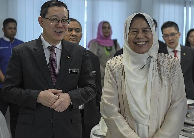 Lim Guan Eng (left) with Zuraida Kamaruddin.