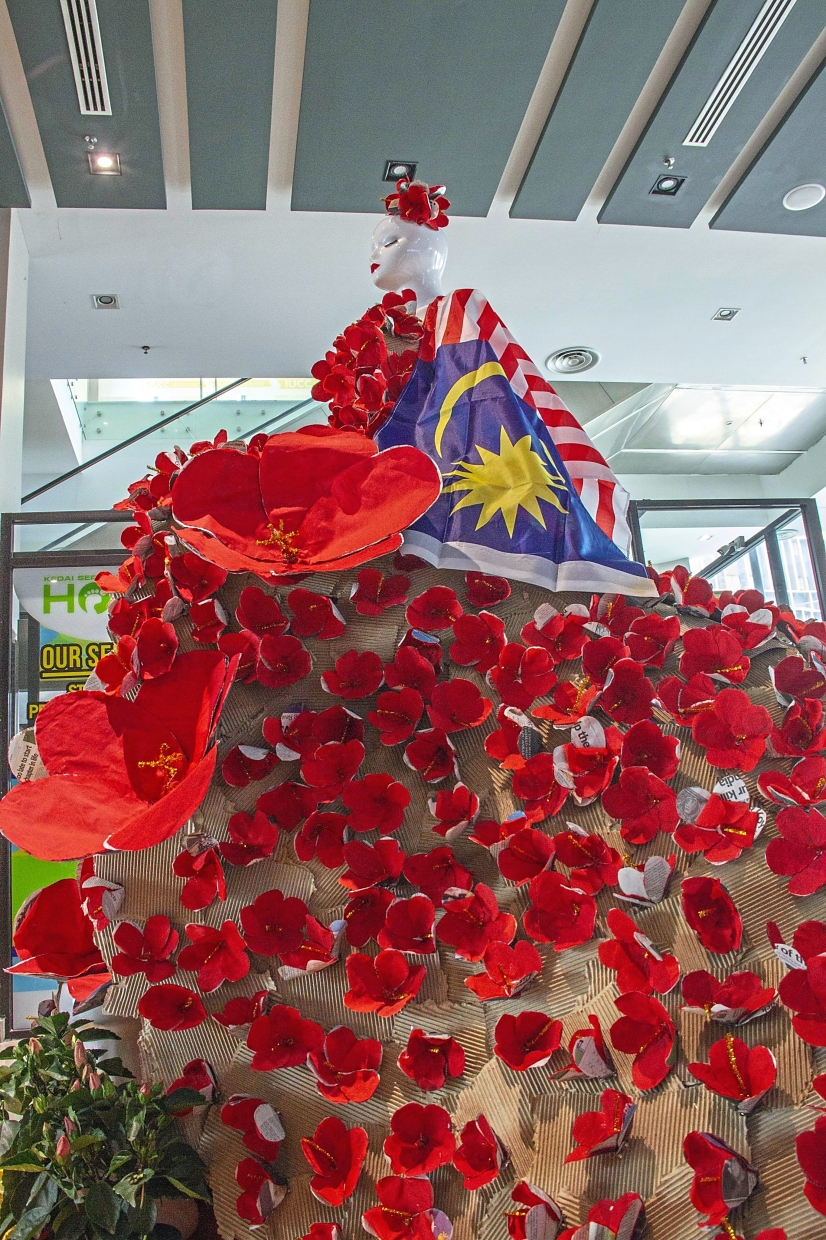 Over 1,000 hibiscus paper flowers have been installed on the mannequin at UCSI University's block G lobby, to signify the spirit of unity and  create an awareness on recycling.