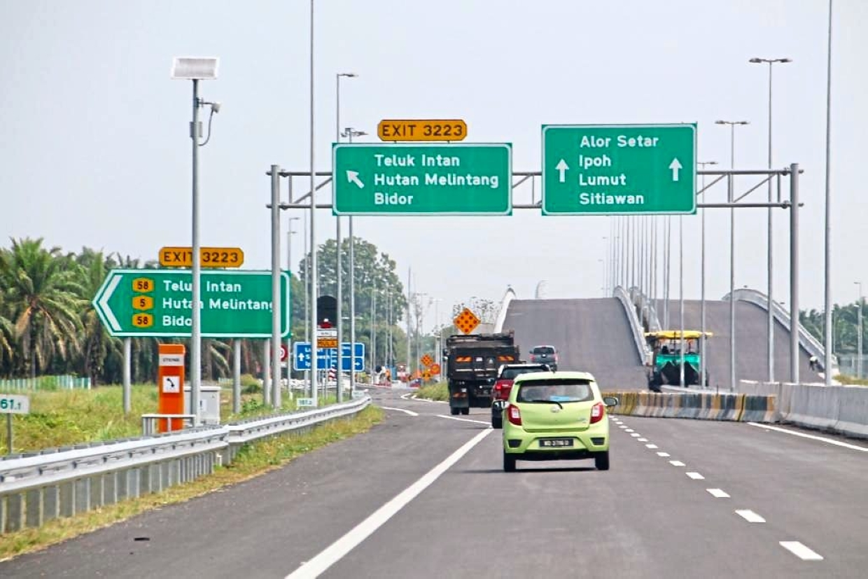 The section of WCE recently opened – a major highway leading to Lumut and Pangkor.