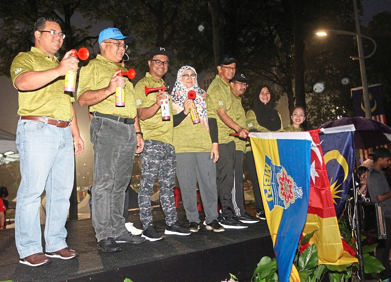 (From left) Amirudin, Mohd Sayuthi, Petaling Jaya deputy mayor Johary Anuar and Unitar International University vice-chancellor Prof Dr Noor Raihan Ab Hamid getting ready  to flag off  participants.
