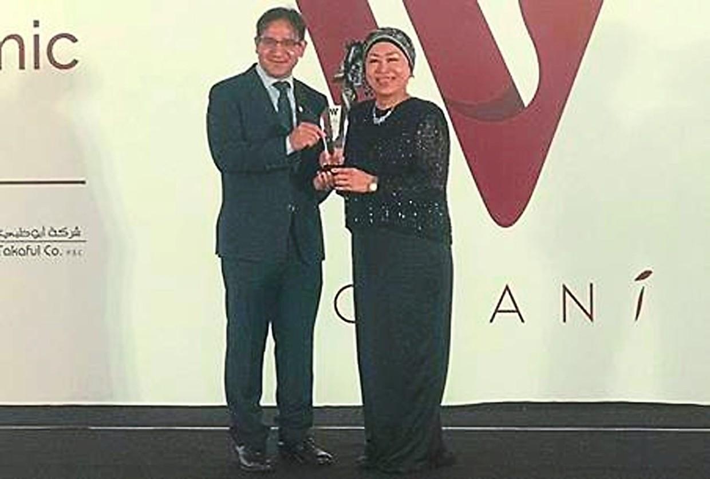 Noripah receiving her WOMANi Award 2019, from UK-based think tank Cambridge IFA.