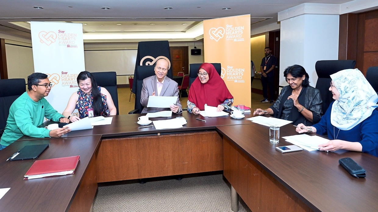 For a good cause: It was a gruelling six hours to pick the top 10, but they did it. Those present at the Star Golden Hearts Award final judging were (from left) Syed Azmi, Ng, Lee, Che Asmah, Vijayakumari and Sharifah Alauyah.