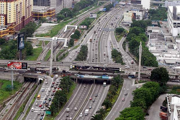 On June 22, Finance Minister Lim Guan Eng said the federal government had made a conditional offer, subject to Cabinet approval, to acquire Gamuda Bhd's four urban highways at a total cost of RM6.2bil. They are Lebuhraya Damansara-Puchong (LDP)(file pic), SPRINT, Lebuhraya Shah Alam (Kesas) and Smart Tunnel (SMART).