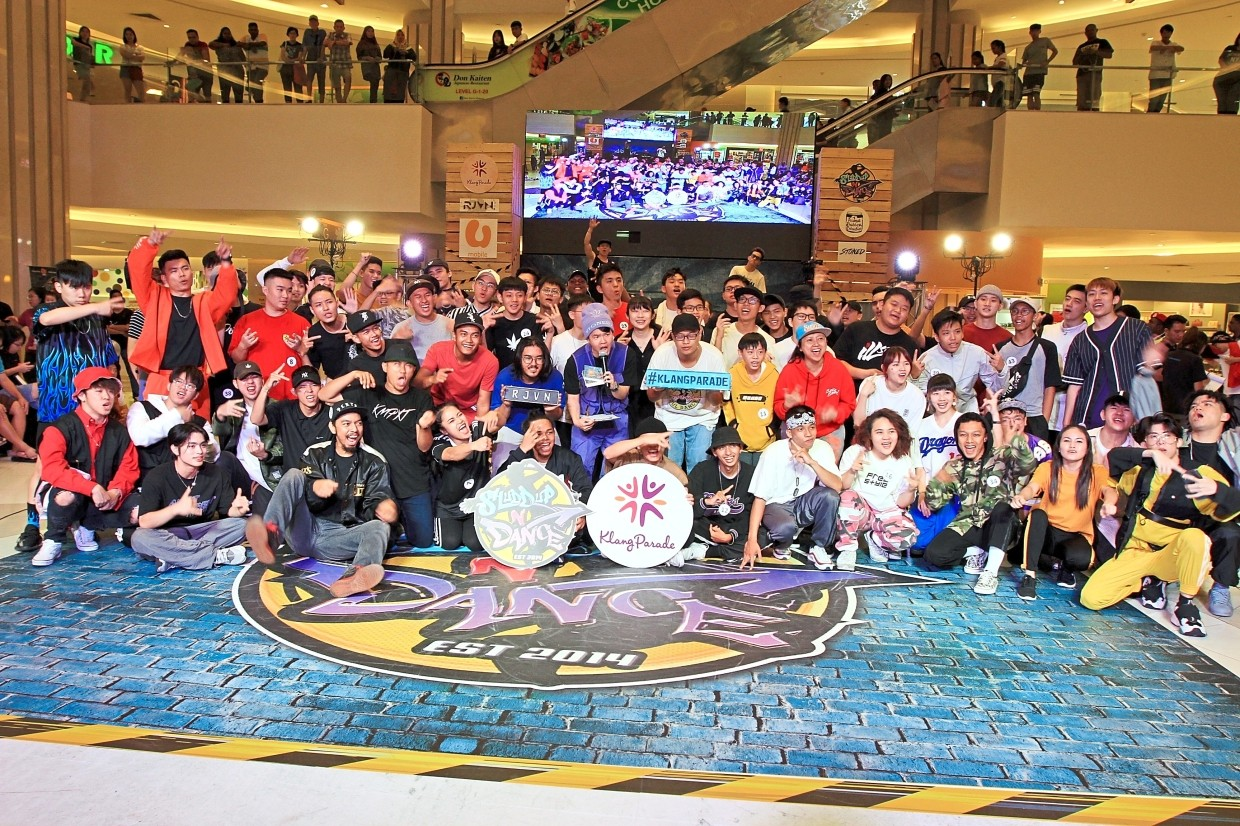 Contestants coming together for a group photo at Shuddup N Dance International Grand Finale in Klang Parade.