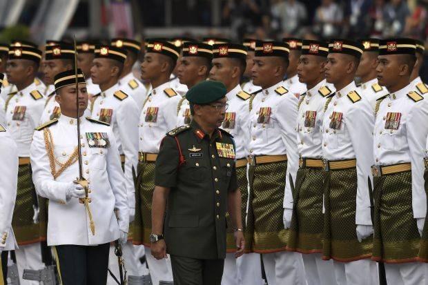 Yang di-Pertuan Al-Sultan Abdullah Ri'ayatuddin Al-Mustafa Billah Shah welcomed the main parade of the 1st Battalion of the Royal Malay Regiment at the 2019 National Day-themed 'Love My Malaysia: Clean Malaysia' in Putrajaya Square today. --photosBERNAMA.