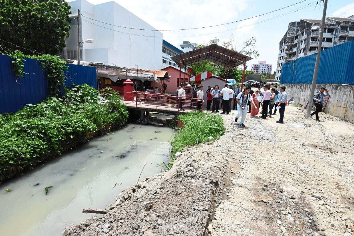 A view of the Jelutong River near Lorong Chemor in George Town. — Photos: MUSTAFA AHMAD/The Star