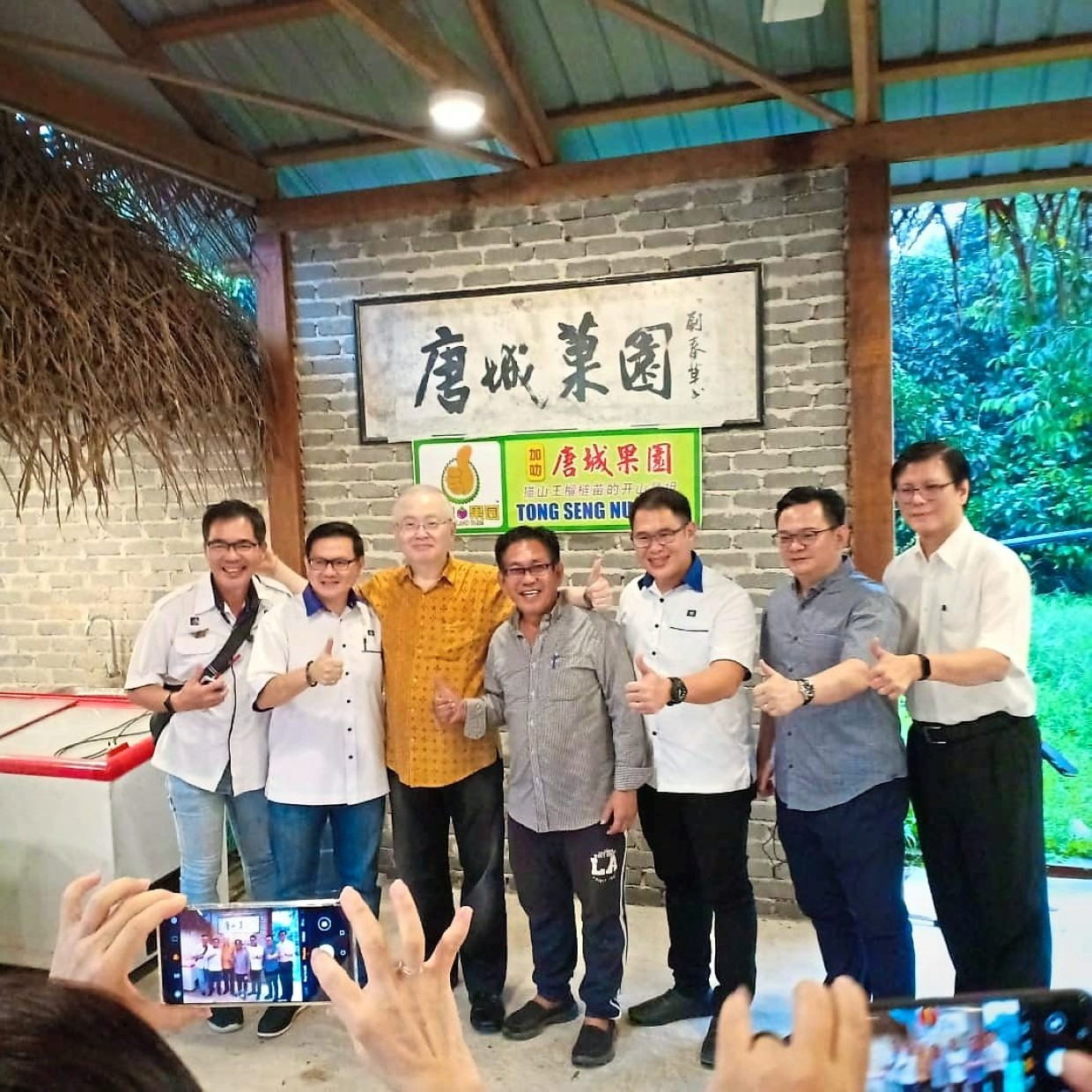 MCA president Datuk Seri Dr Wee Ka Siong (third from left) and other MCA leaders on a recent visit to Tong Seng Nursery in Karak. On Wee's left is Frankie.