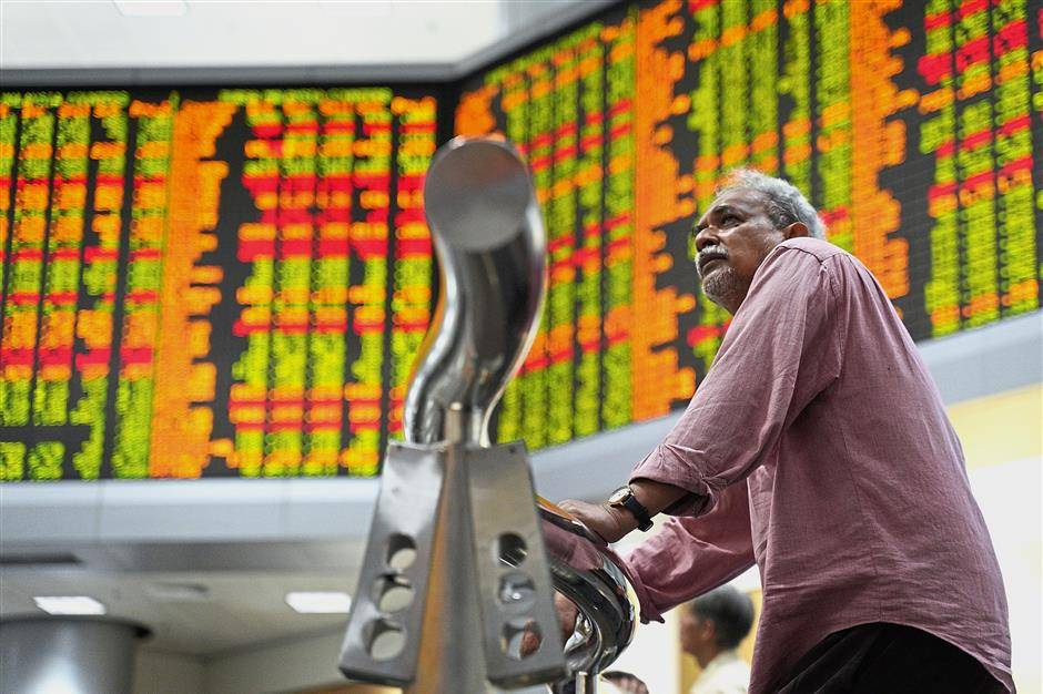 At Bursa, Axiata fell 23 sen to RM4.77 and wiped out 3.73 points from the KLCI while Digi shed eight sen to RM4.90 and wiped out 1.10 points.
