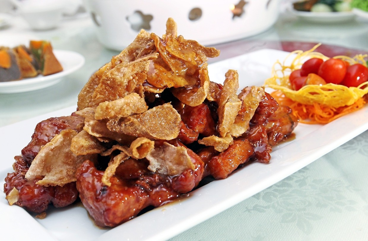 Baked Spare Ribs with Crispy Sliced Ginger has a nice balance of flavours.