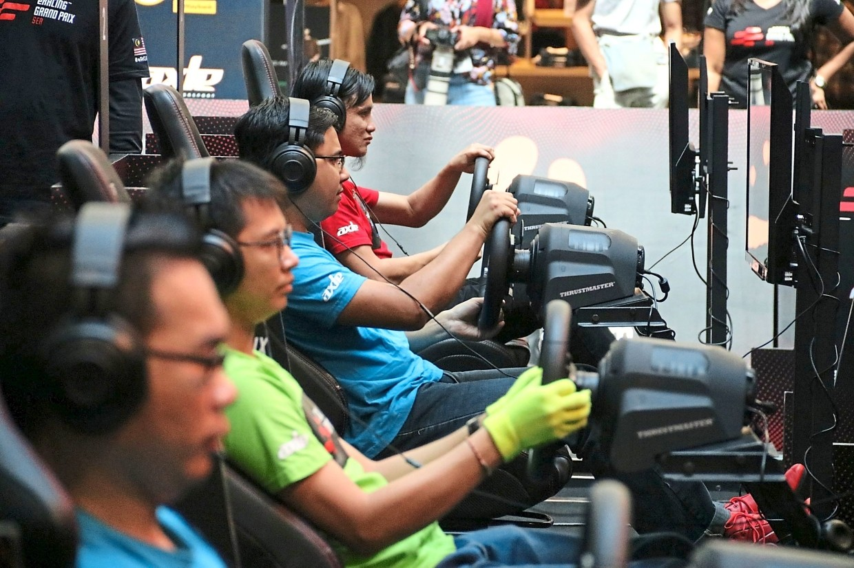 The  participants of eRacing Grand Prix SEA 2019 competing in the final race at a mall in Petaling Jaya.