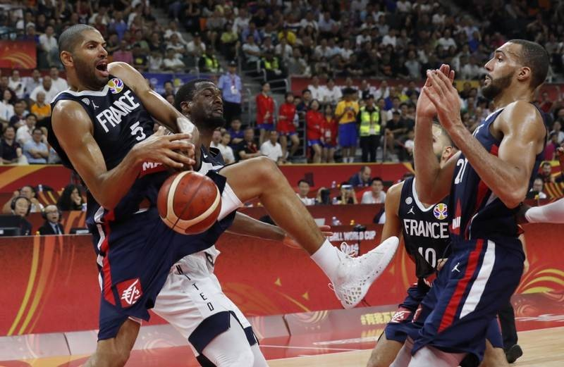 Basketball - France knock holders U S  out of World Cup