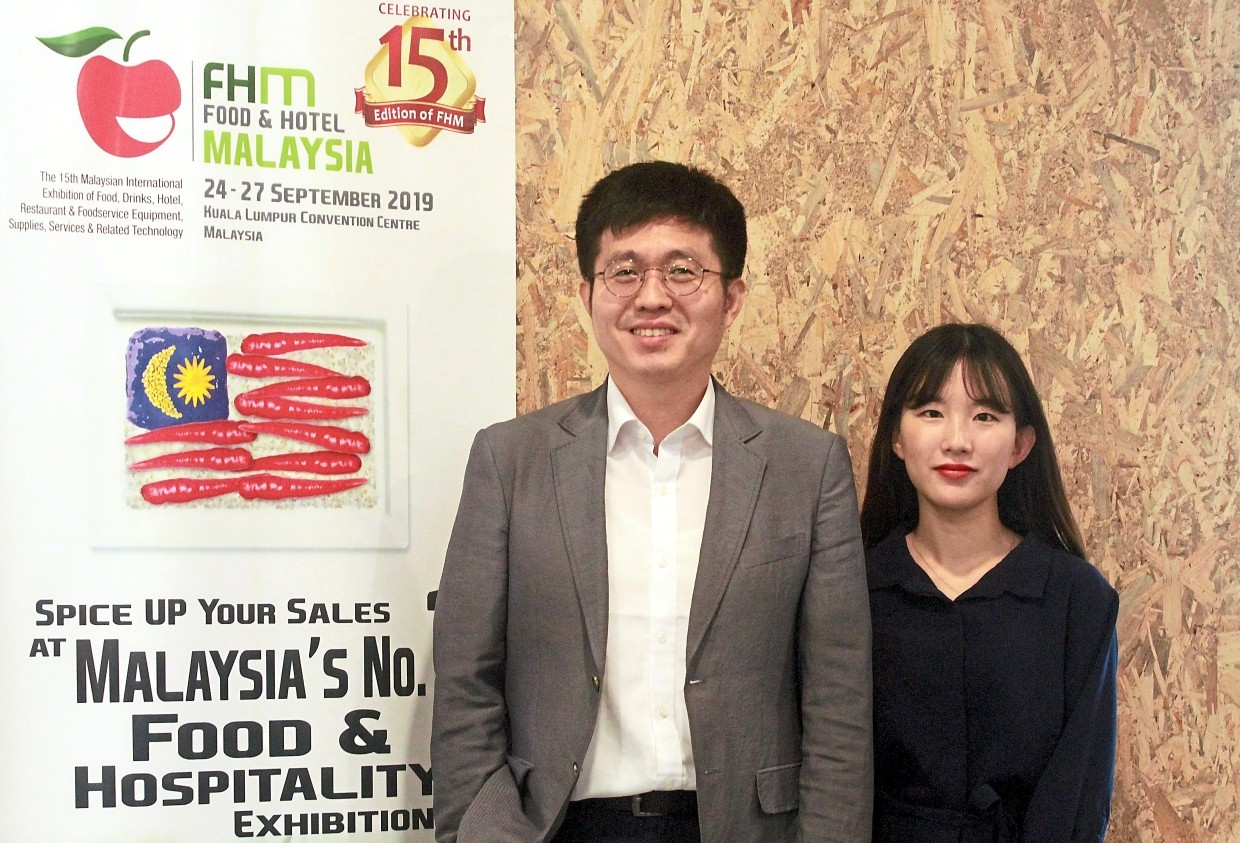 Lee and Suhyup Korea Seafood Trade Support Centre Kuala Lumpur intern Yeo Han Sol at the event.