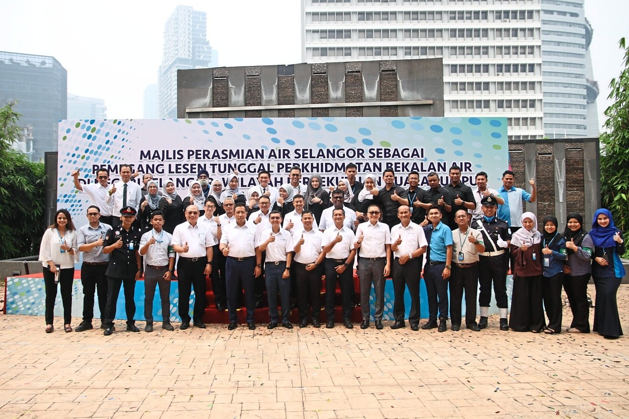 Air Selangor employees all ready for the task of providing excellent service to customers in Selangor, Kuala Lumpur and Putrajaya.