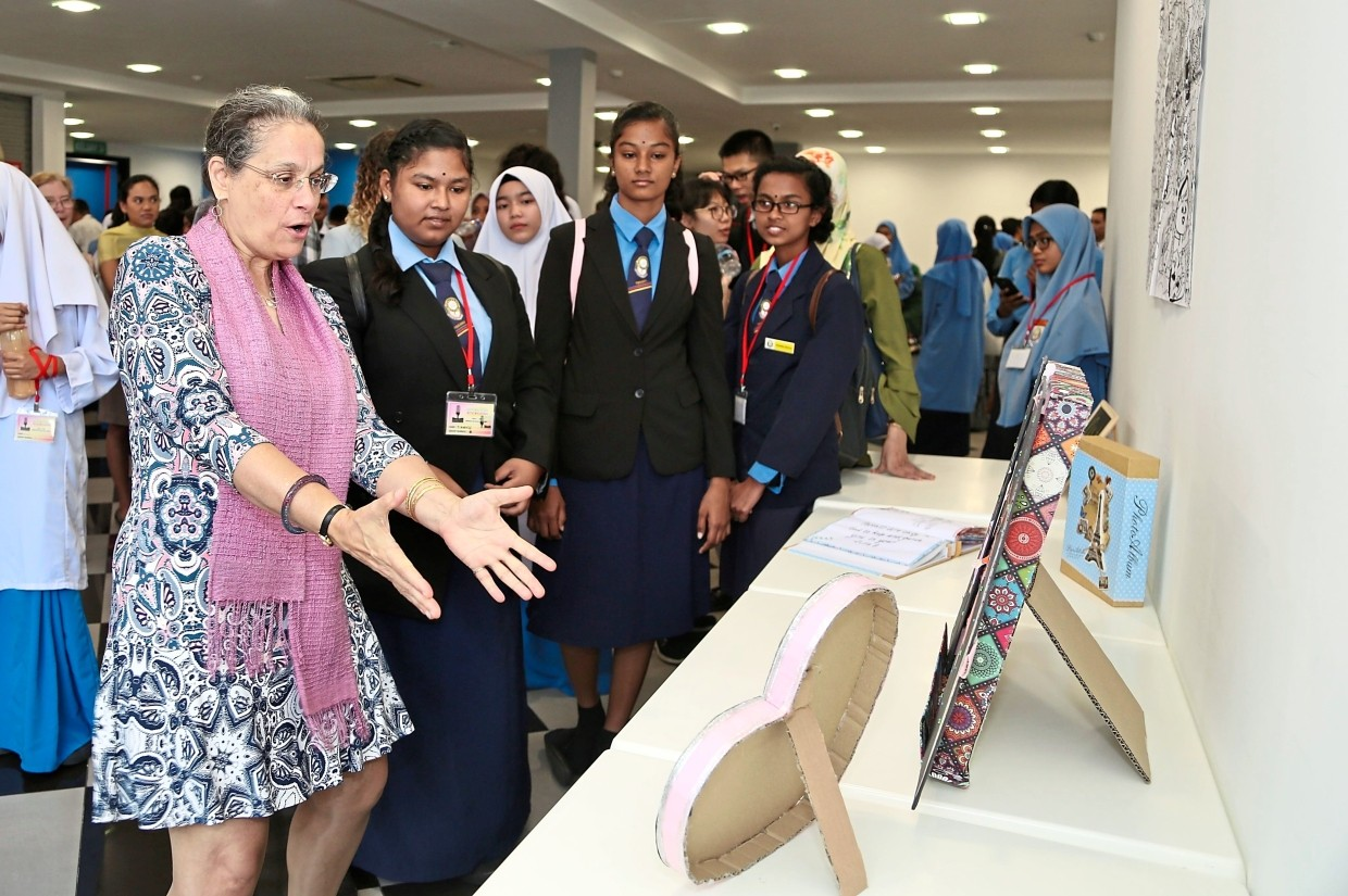 United States Ambassador to Malaysia Kamala Shirin Lakhdhir looking at the products by the  students at the storytelling camp.