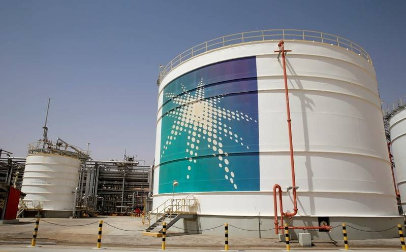 FILE PHOTO: An Aramco oil tank is seen at the Production facility at Saudi Aramco's Shaybah oilfield in the Empty Quarter, Saudi Arabia May 22, 2018. Picture taken May 22, 2018. REUTERS/Ahmed Jadallah/File Photo