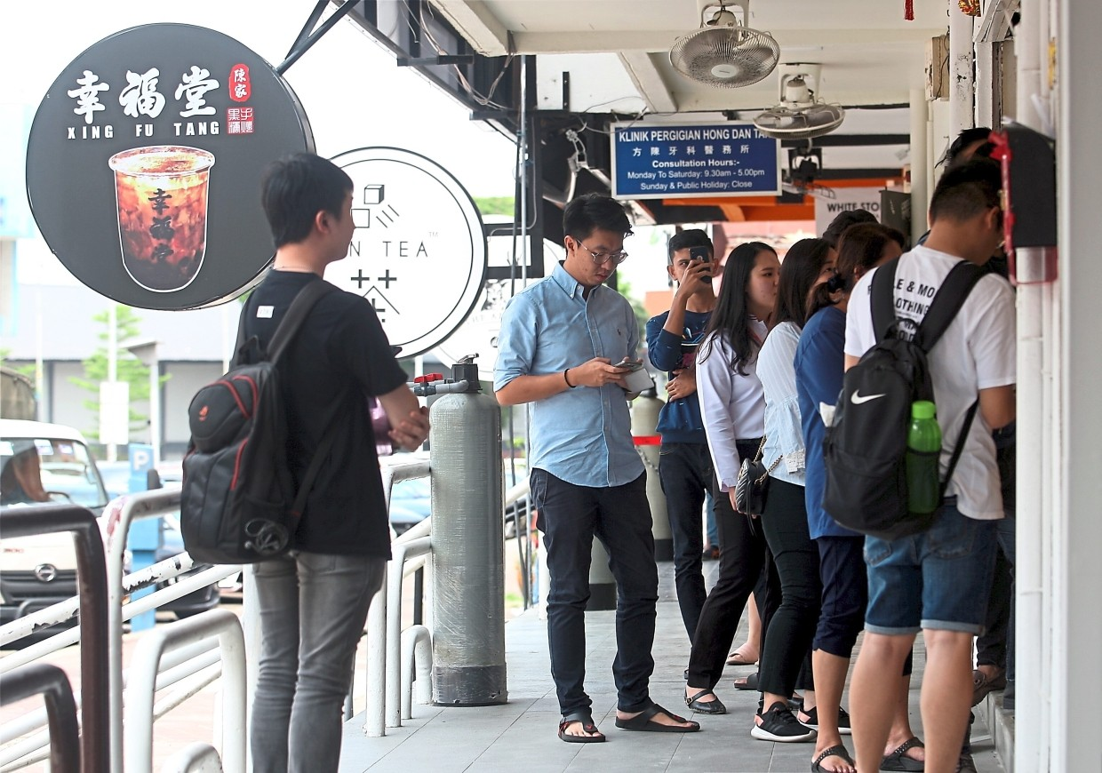 People queing to buy bubble tea at one of the shop  in Subang Jaya. - FAIHAN GHANI/The Star.