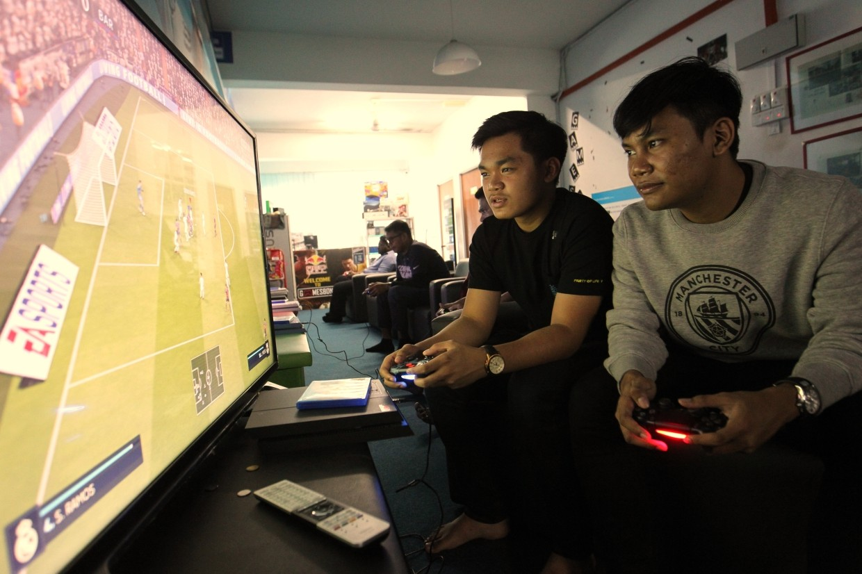 Luqman (right) and Ahmad Shahrin are keen to make a name for themselves in the international Fifa eFootball scene. — ART CHEN/The Star