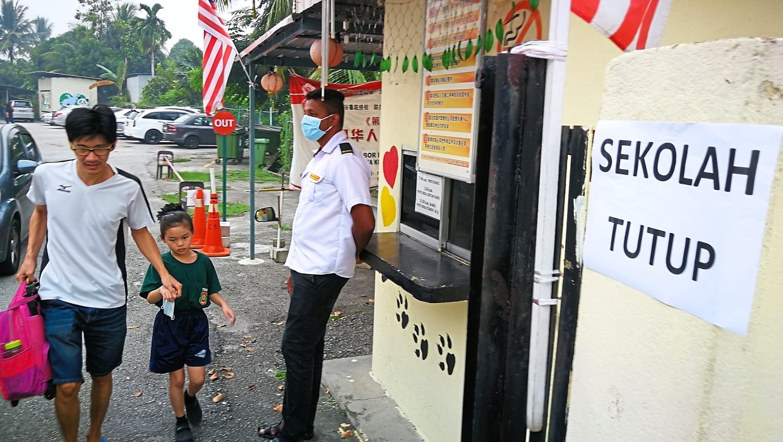 A parent picking up his daughter at  SJK (C) Chung Shan in Bayan Lepas