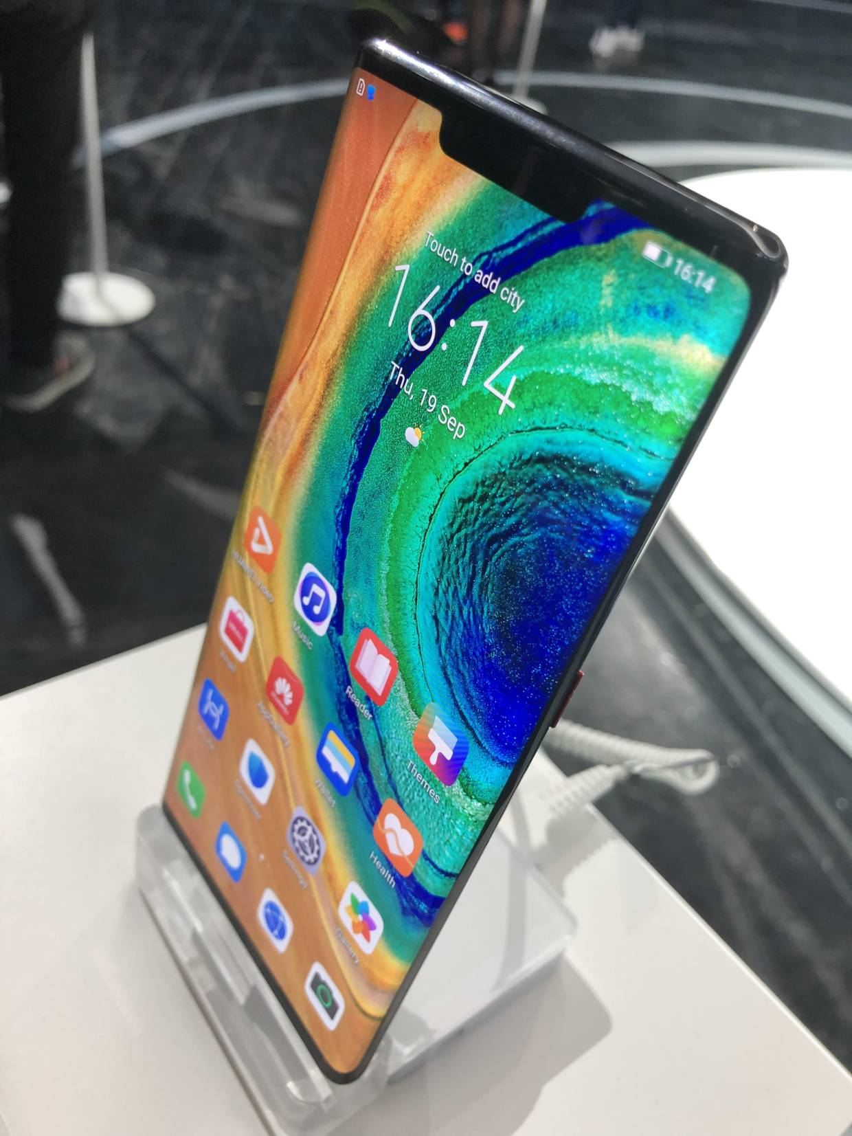 Huawei has eliminated the side volume buttons and replaced them with virtual ones on the Mate 30 Pro (pic) and Mate 30.