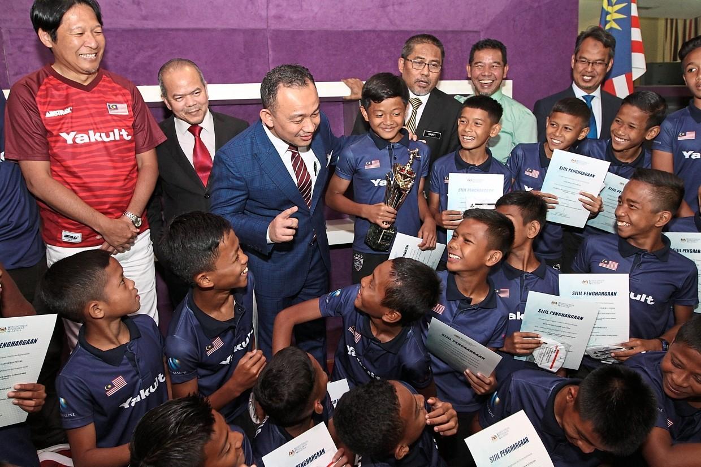 Maszlee congratulates the Malaysia Warrior team on their return from Japan.