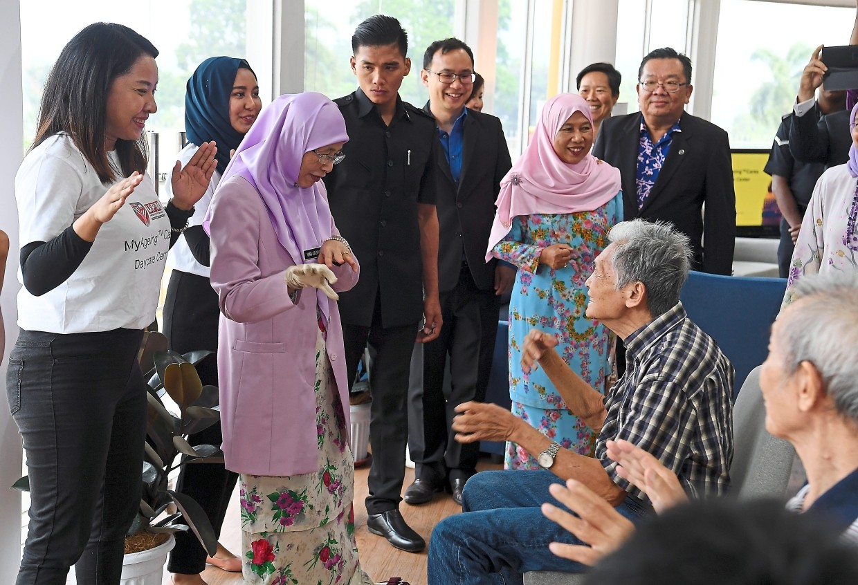 Golden smiles: Dr Wan Azizah (second left) sharing a light moment with some senior citizens during the launch of the MyAgeing complex at Universiti Putra Malaysia in Serdang. — Bernama