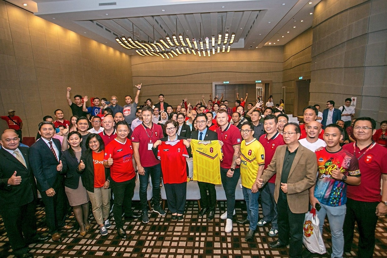 Munity Sports Legends Of Man Utd And Liverpool Set To