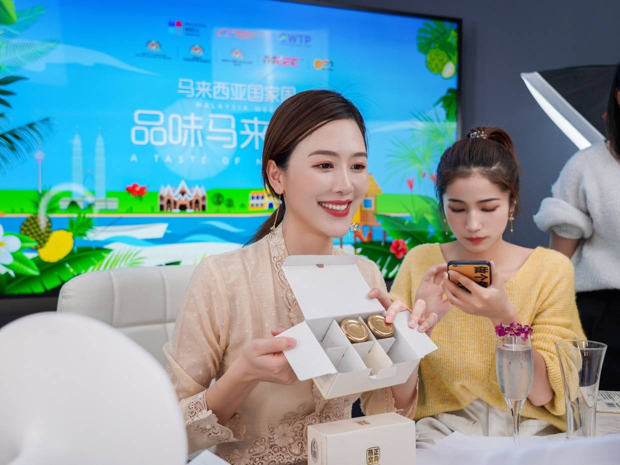 Chinese influencer sells 80k bottles of M'sian bird's nest products in five mins