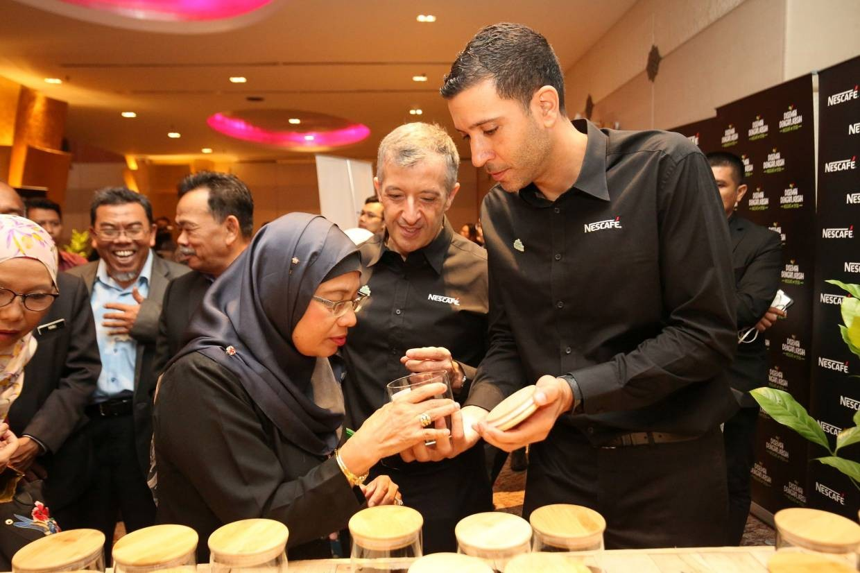 Nestlé executives Mr. Juan Aranols and Mr. Othman Chraibi together with key partners in the programme and members of the media experience the Coffee Journey VIP Tour.