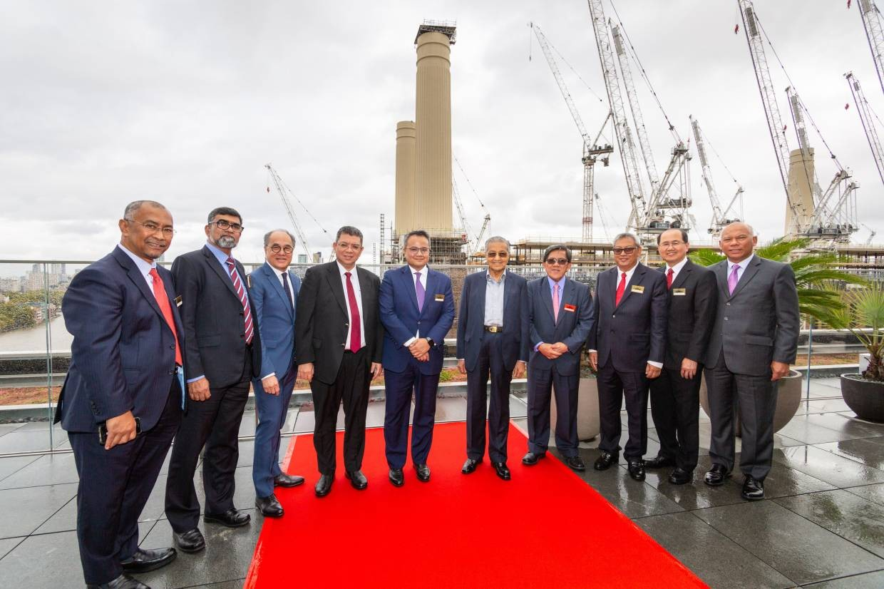 Tun Mahathir receives update on Battersea project during London visit