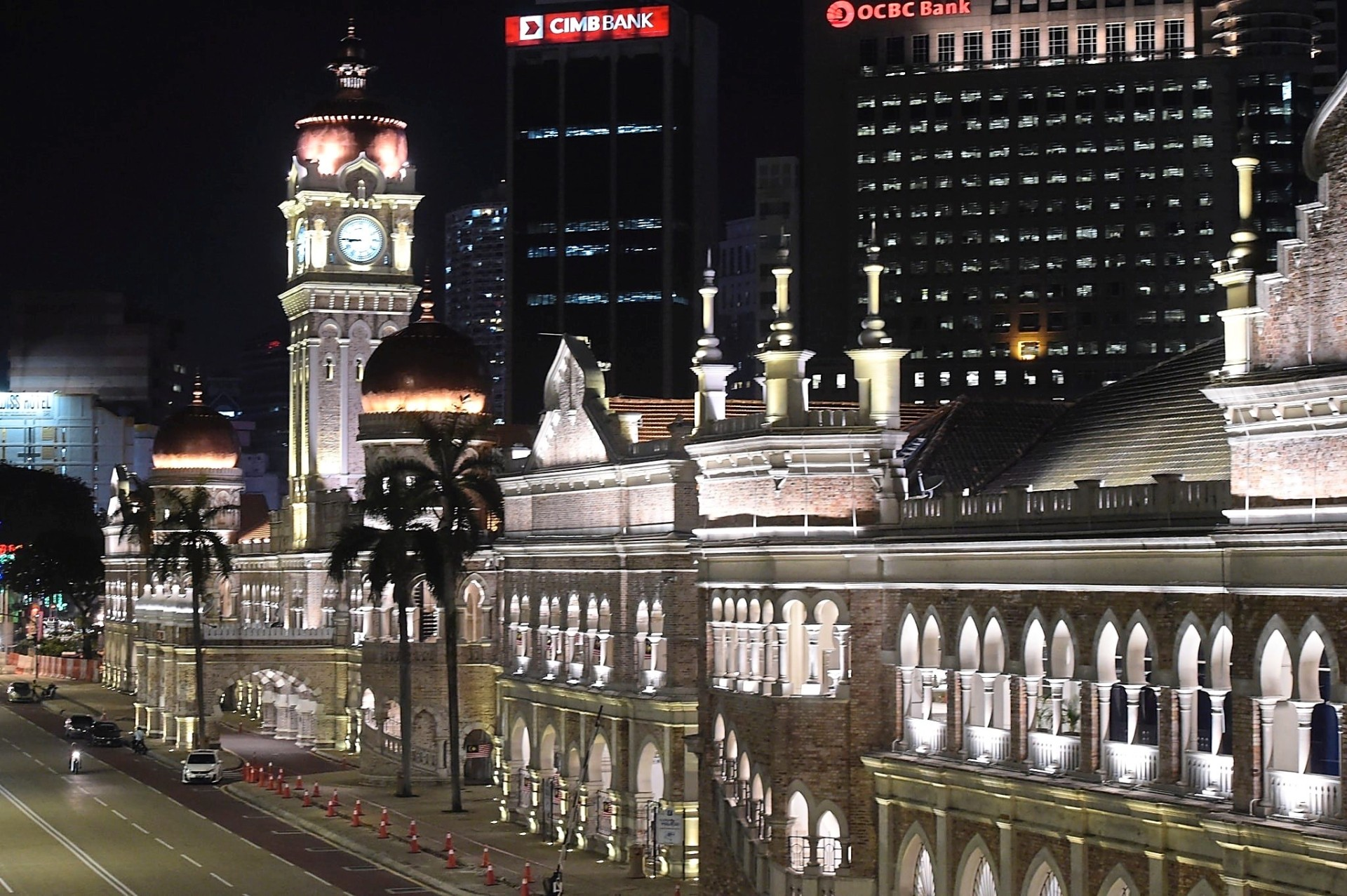 The initiative to light up structures such as the Sultan Abdul Samad building at night will continue. —filepic